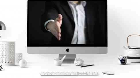 Computer | Hand Schudden | Business | Zakelijk | Online Professionals